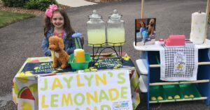 """Six-Year-Old """"Makes Lemonade Out Of Lemons"""" After Losing Best Friend"""